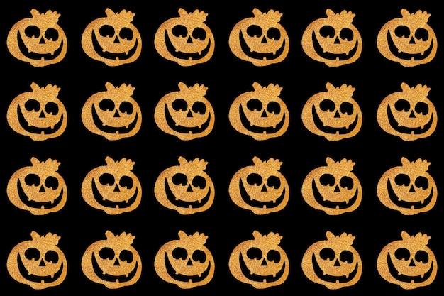 Wzór halloween. twarz dyni na czarnym tle. widok z góry