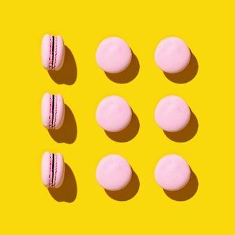 Wzór kolorowych francuskich ciasteczek macarons.