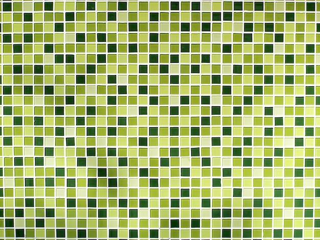 Wzór na kafelkach w łazience ściany