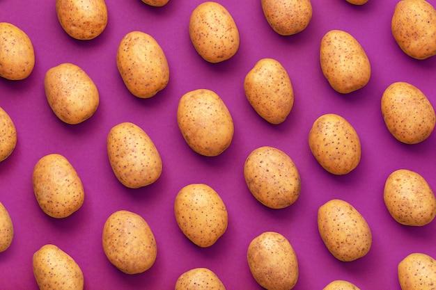 Wzór naturalnego ziemniaka.