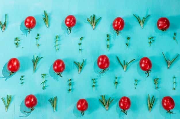 Wzór pomidorów cherry z rozmarynem i tymiankiem
