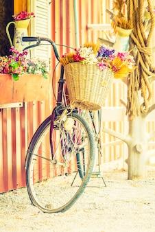 Wzór retro rower dekoracji kwiat