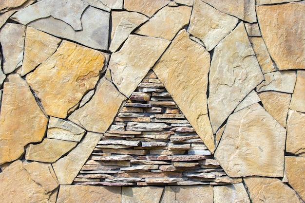 Wzór szary kolor w nowoczesnym stylu dekoracyjna nierówna spękana prawdziwa kamienna powierzchnia ściany z cementem