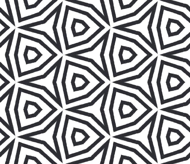 Wzór w paski w stylu chevron. czarne tło symetryczne kalejdoskop. geometryczny wzór w paski chevron. tekstylny gotowy popularny nadruk, tkanina na stroje kąpielowe, tapeta, opakowanie.