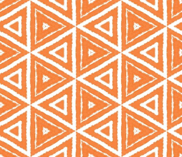 Wzór w paski w stylu chevron. pomarańczowy kalejdoskop symetryczne tło. geometryczny wzór w paski chevron. tekstylny zniewalający nadruk, tkanina na stroje kąpielowe, tapeta, opakowanie.