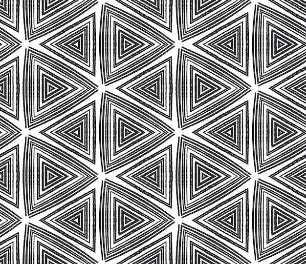 Wzór w paski z teksturą. czarne tło symetryczne kalejdoskop. modny wzór w paski z teksturą. tekstylny czarujący nadruk, tkanina na stroje kąpielowe, tapeta, opakowanie.