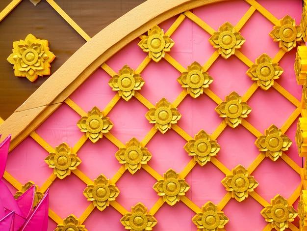 Wzór w stylu tajskim wykonany ze styropianu