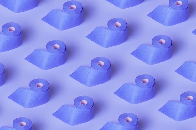 Wzór wykonany z rolek papieru toaletowego, wzór artykułów higienicznych