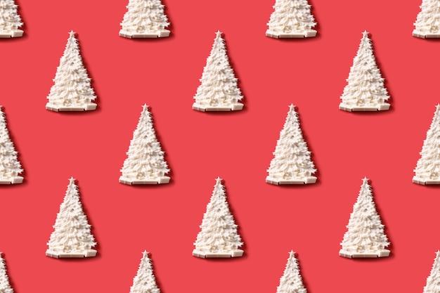 Wzór z bożonarodzeniowym białym jeleniem na czerwonym nowym roku lub wesołych świąt bożego narodzenia tekstury