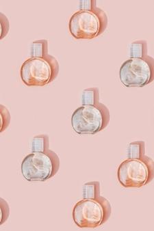 Wzór z butelki kosmetycznej na opakowanie z kremem lub żelem makiety plastikowego pojemnika