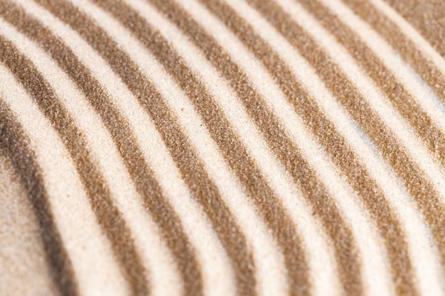 Wzór zen w żółtym piasku z bliska