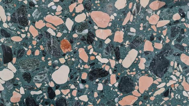 Wzór zielony lastryko. struktura powierzchni dekoracyjnej mozaiki granitowej. płytki z zielonego marmuru. kamienna podłoga tekstura.