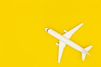 Wzorcowy samolot, samolot na pastelowego koloru tle