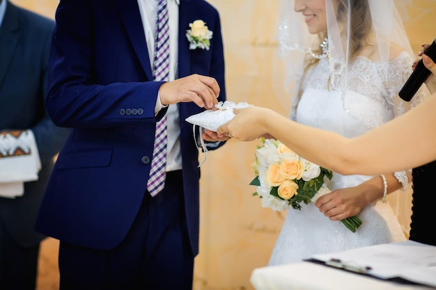Wzruszający moment wymiany obrączek nowożeńców