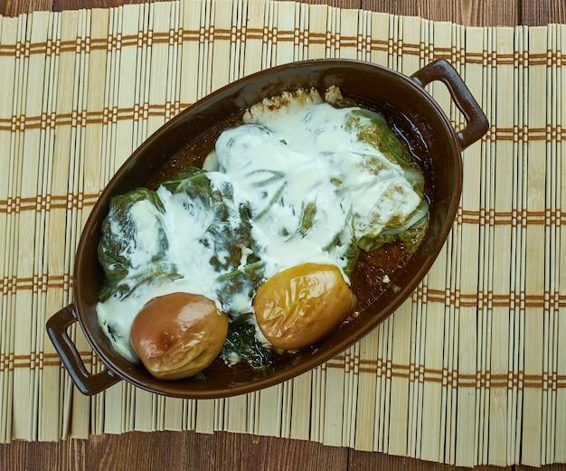 Yarpagi - faszerowane liście kapusty w sosie kwaśnym, danie azerbejdżańskich żydów górskich