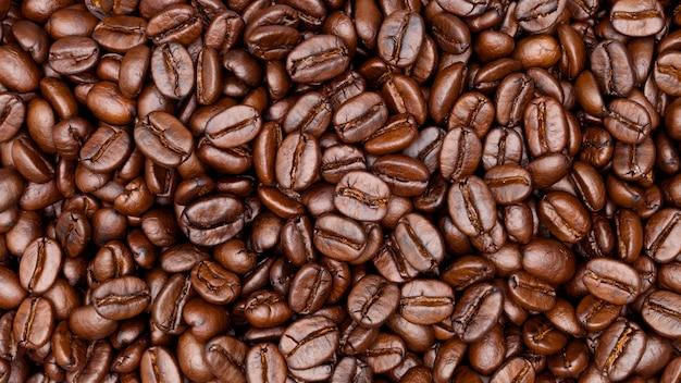 Z bliska strzał z ziaren kawy
