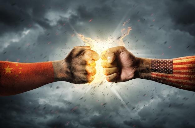 Z bliska zderzenie dwóch pięści. konflikt