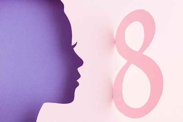 Z boku kobieca papierowa figurka z zapałką 8