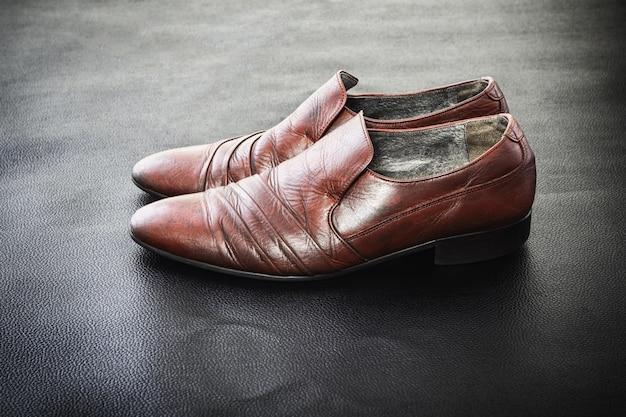 Z drugiej ręki modne męskie buty skórzane klasyczne