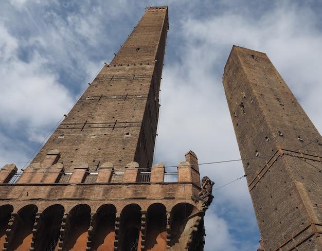 Z powodu torri (dwie wieże) w bolonii