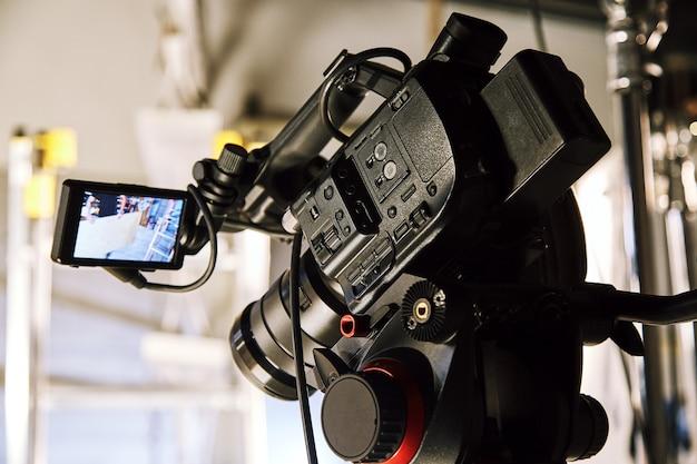 Za kulisami produkcji wideo lub kręcenia filmów, ziarnistość filmu, selektywne ustawianie ostrości, specjalne oświetlenie