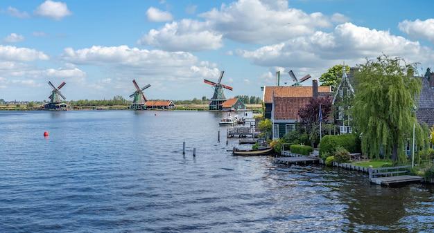 Zaandijk i zaanse schans w zaanstad, w prowincji holandia północna, holandia
