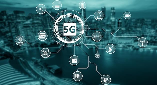 Zaawansowana komunikacja i globalne połączenie z siecią internetową w inteligentnym mieście