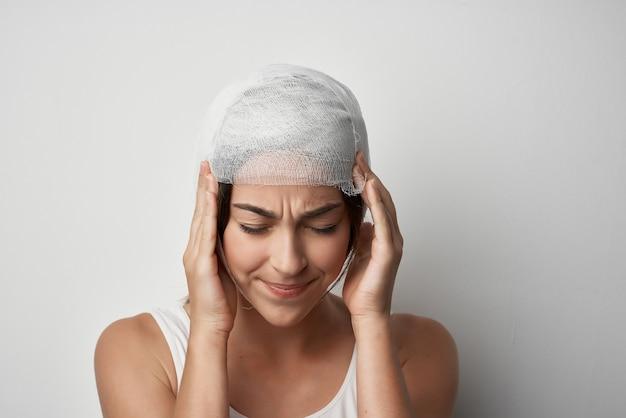 Zabandażowana medycyna do leczenia urazów głowy