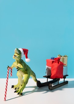 Zabawka dinozaura z drewnianymi saniami