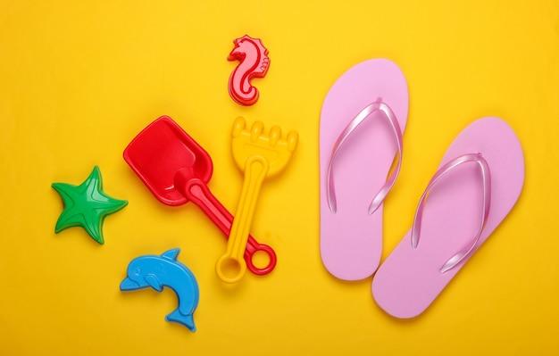 Zabawki plażowe dla dzieci, klapki na żółto