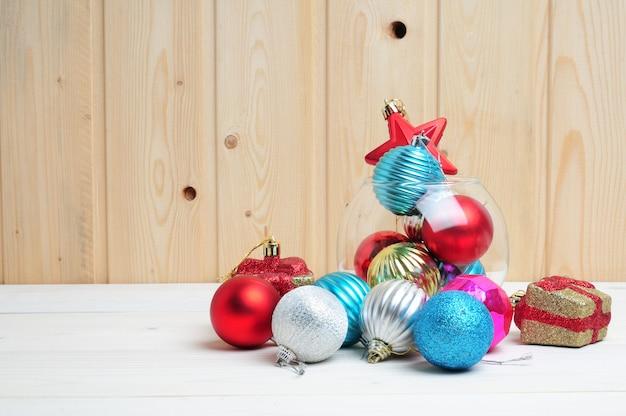 Zabawki świąteczne i noworoczne ze szklanym akwarium