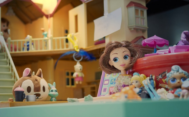 Zabawki w domku dla lalek