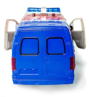 Zabawkowy samochód policyjny z otwartymi drzwiami widok z tyłu.