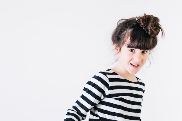 Zabawna dziewczyna uśmiechając się