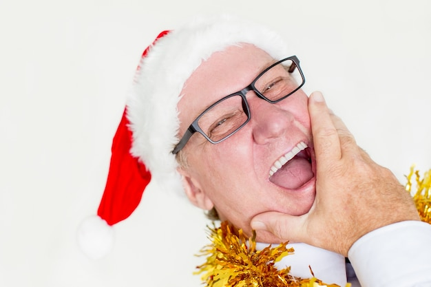 Zabawne człowiek śmieje się na przyjęcie bożonarodzeniowe