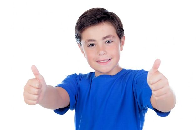 Zabawne dziecko z dziesięcioletnią i niebieską koszulką