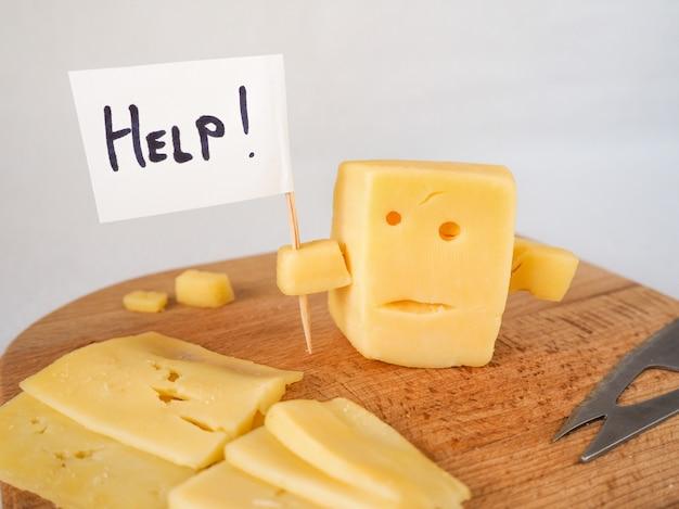 Zabawny ser przypominający twarz trzymającą twarz z ekranem pomoc!