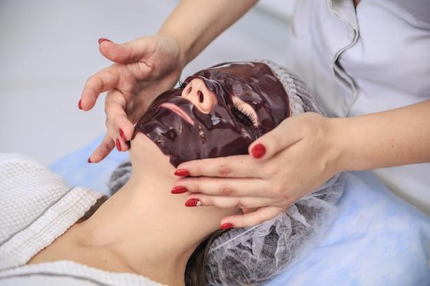 Zabieg maseczka czekoladowa w salonie spa