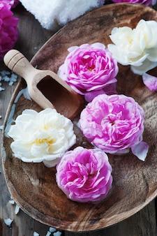 Zabieg spa z różami i solą