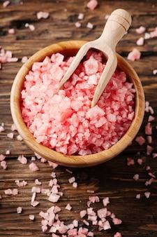 Zabieg spa z różową solą