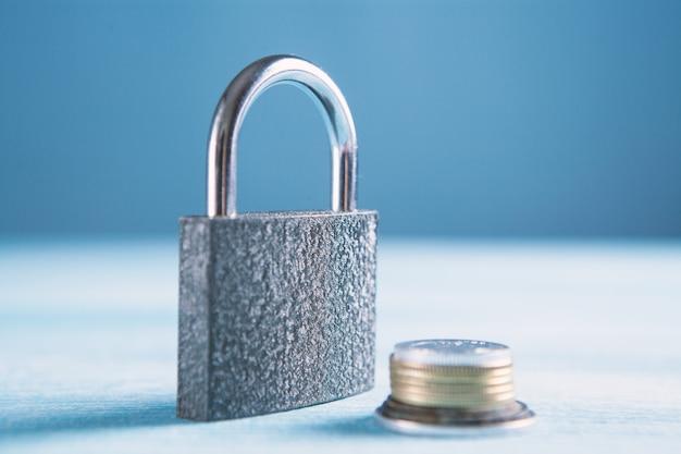 Zablokuj z monety zakaz dostępu do pieniędzy i kont