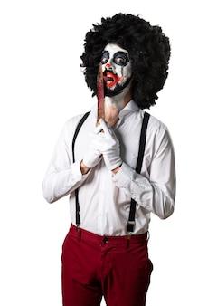 Zabójca klauna z nożem