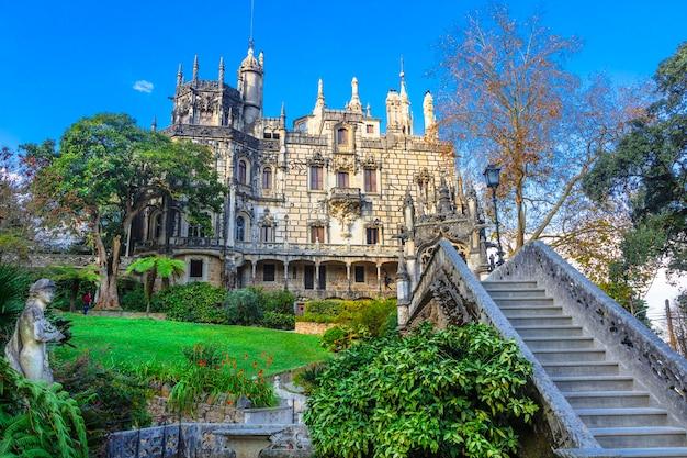 Zabytki portugalii - pałac (casle) quinta da regaleira w sintrze