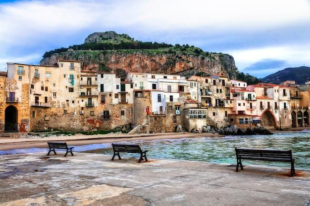Zabytki włoch, piękne nadmorskie miasteczko cefalu na sycylii