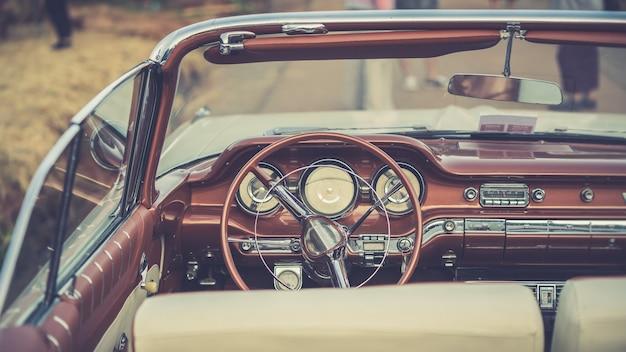 Zabytkowa kierownica samochodu