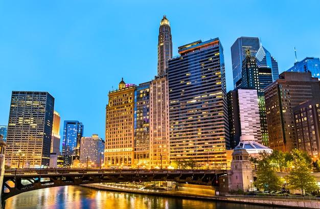 Zabytkowe budynki w centrum chicago w stanie illinois, stany zjednoczone