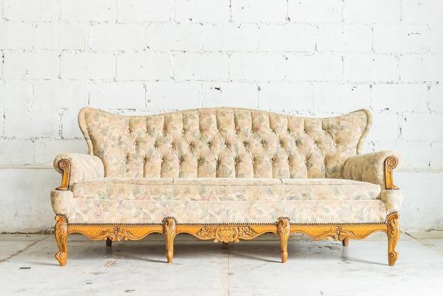 Zabytkowe drewniane sofa