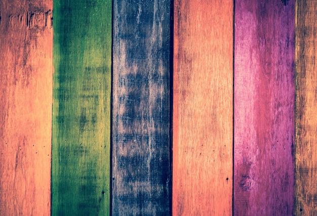 Zabytkowe kolorowe drewniane ściany