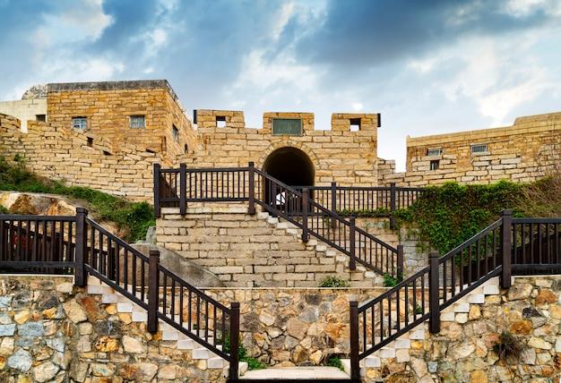 Zabytkowe starożytne mury miejskie
