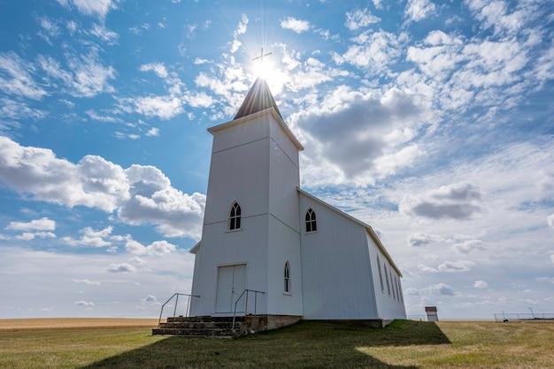 Zabytkowy, ale opuszczony kościół rzymskokatolicki św. antoniego w pobliżu gull lake sk kanada
